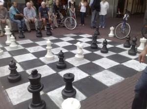 Partie d'échec grandeur nature, centre-ville d'Amsterdam