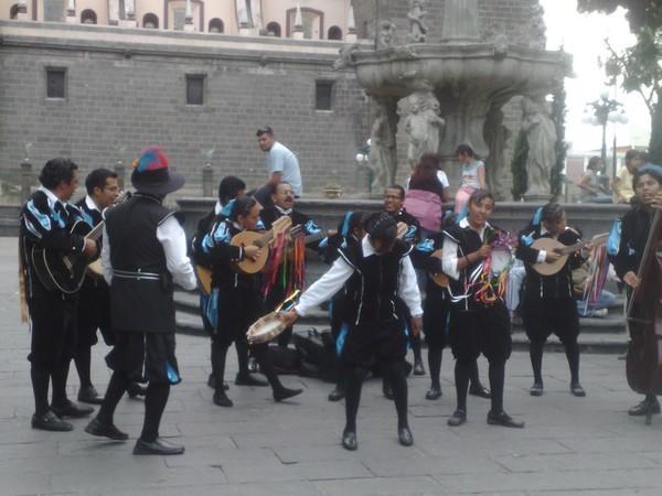 troupe-de-musiciens-a-puebla